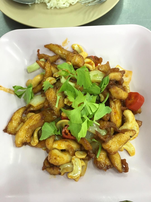 stir-fry chicken with cashew nut