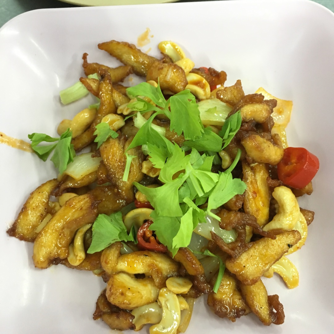 stir-fry chicken with cashew nut