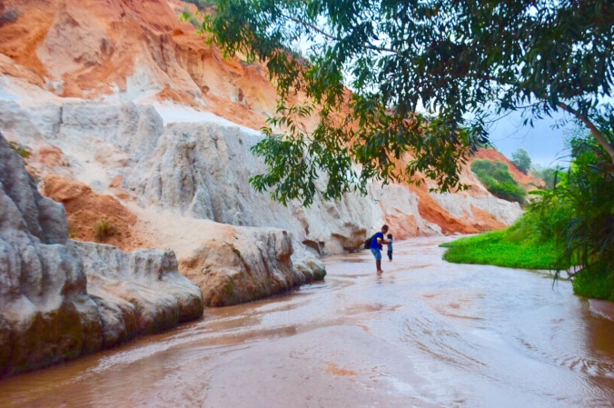 toddler in mui ne, toddler in red sand dunes, mui ne trip , mui ne red sand dunes, fairy stream