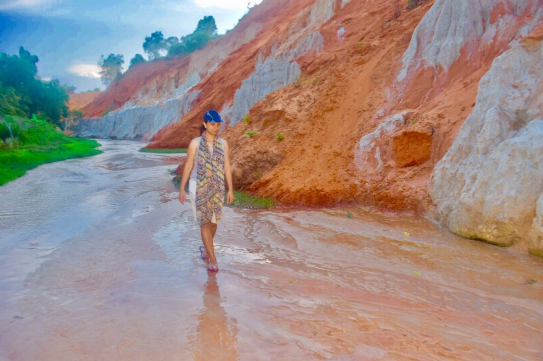 Fairy Stream, Mui Ne, Vietnam,toddler in mui ne, toddler in red sand dunes, mui ne trip , mui ne red sand dunes, fairy stream