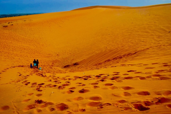 toddler in mui ne, toddler in red sand dunes, mui ne trip , mui ne red sand dunes,