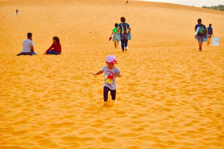 toddler in mui ne, toddler in red sand dunes, mui ne trip , mui ne red sand dunes