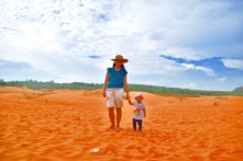 toddler in mui ne, toddler in red sand dunes, Red Sand Dunes, Mui Ne, Vietnam, day trip mui ne