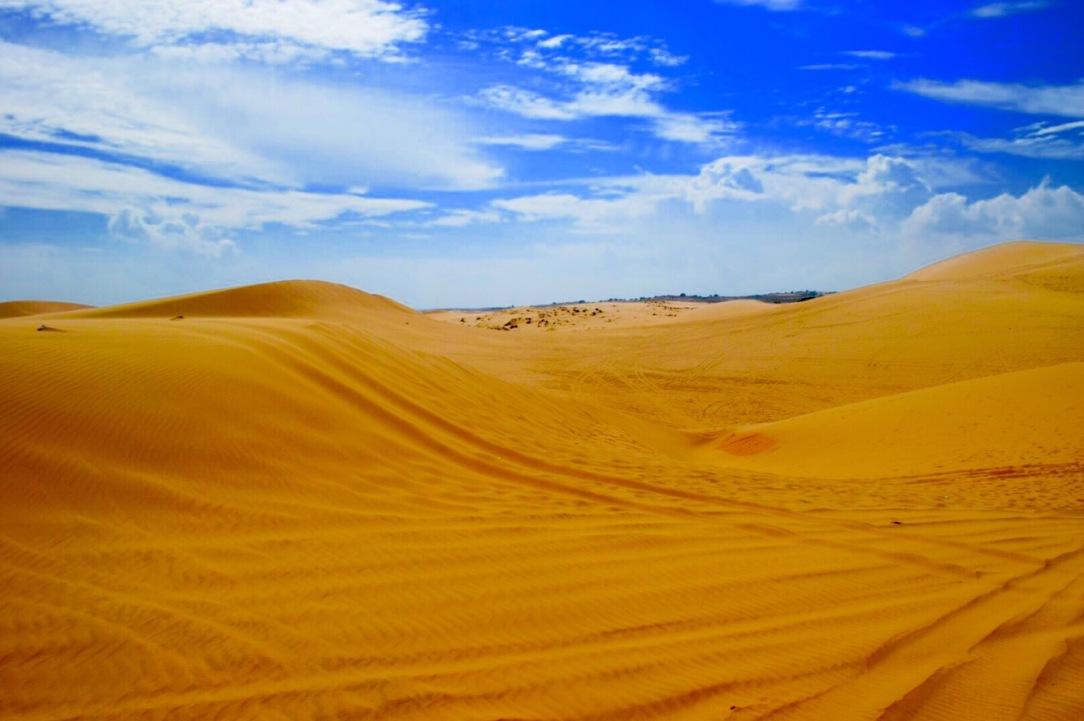red sand dunes, mui ne vietnam, mui ne with toddler