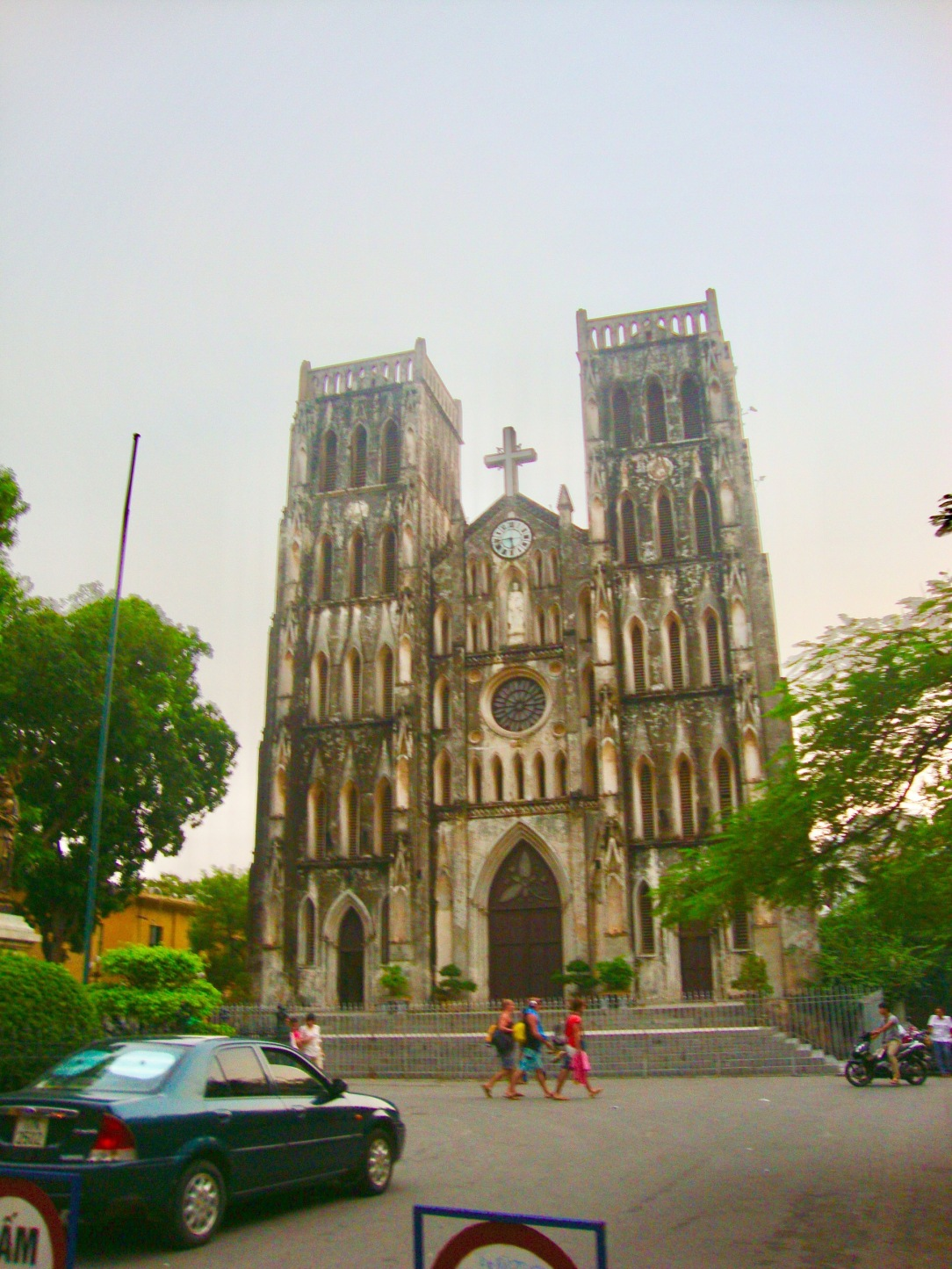 St. joseph cathedral in Hanoi, vietnam, couple travels