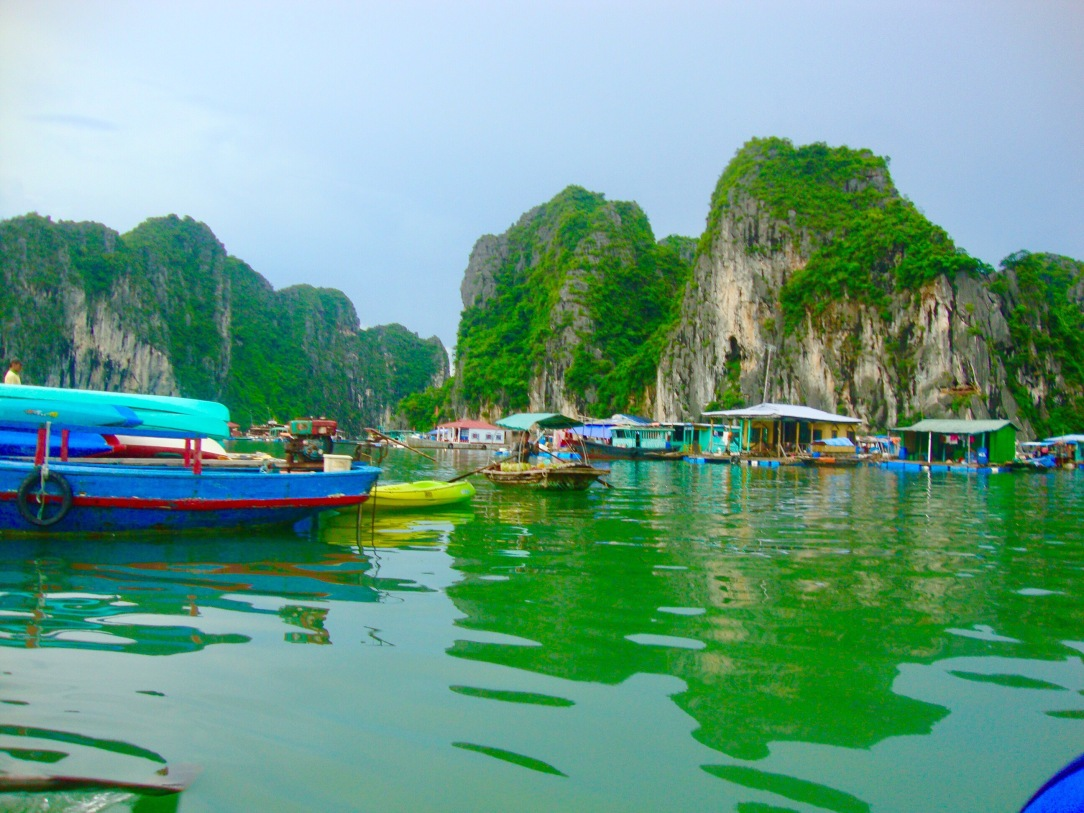 community in halong bay, day trip in halong bay , vietnam