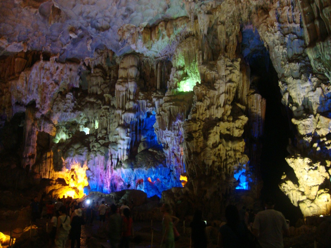 halong bay cave , halong bay, day trip in halong bay , vietnam