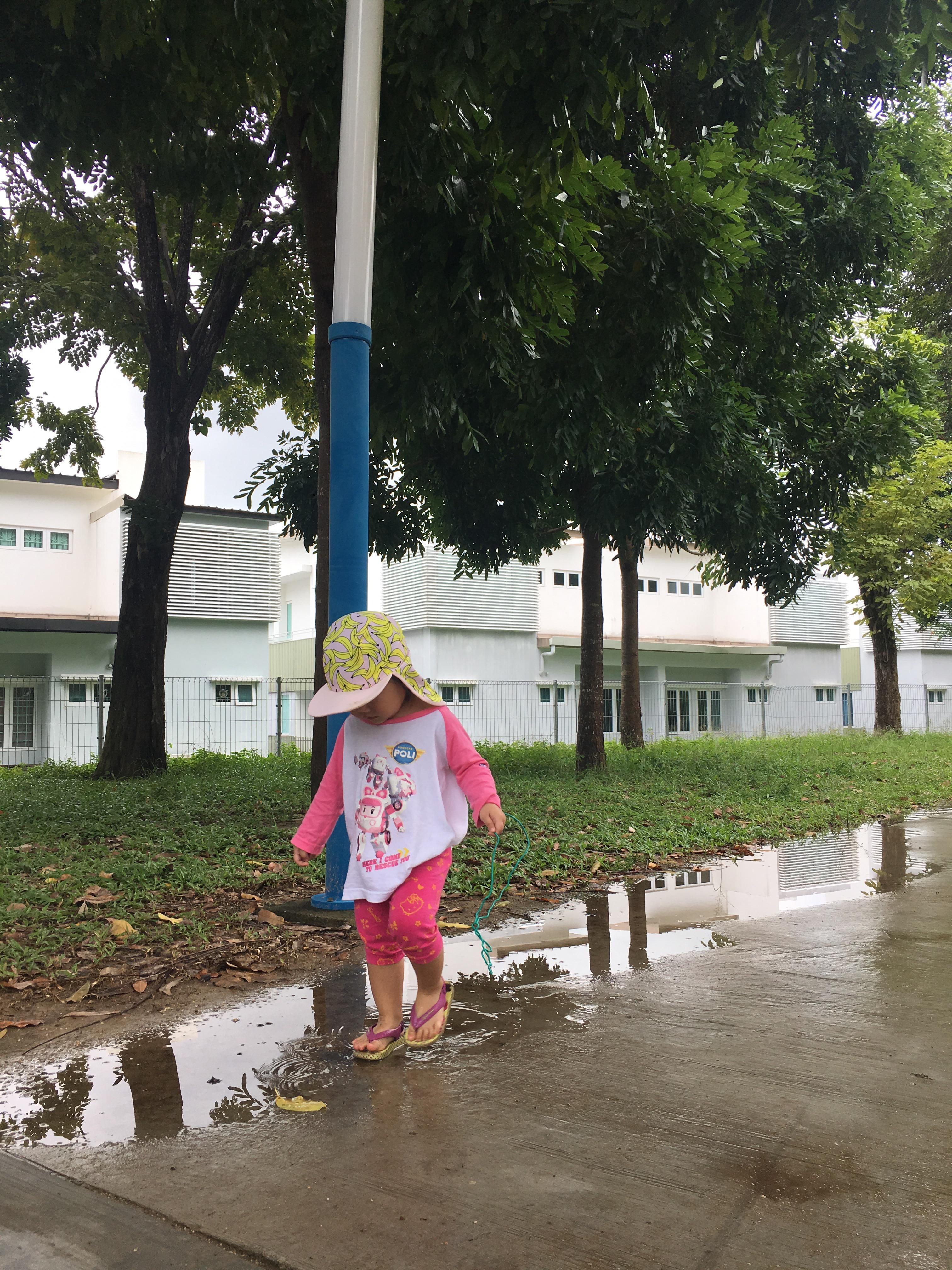 Nature walk for kids, nature toddler activity, nature rain toddler, vitamin N book review