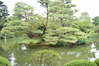 kenrokuen garden with baby