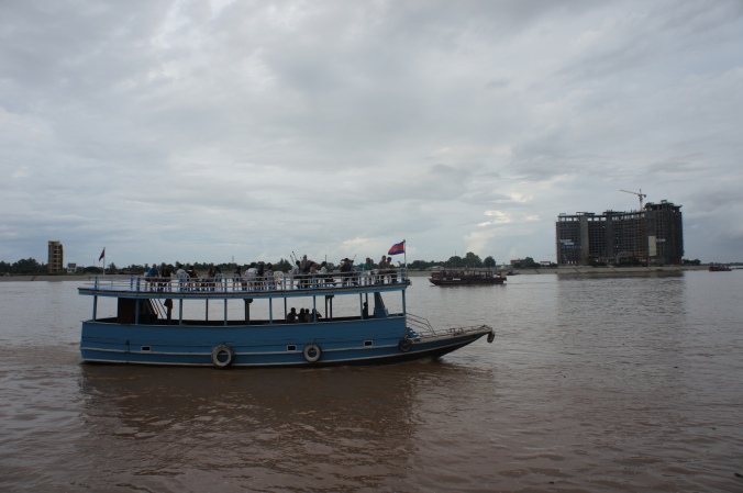 Things to do in phnom penh, river cruise