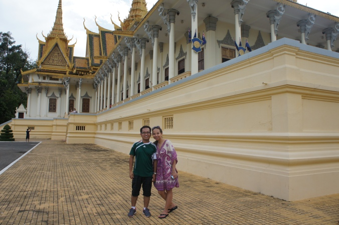 Things to do in phnom penh, couple traveller